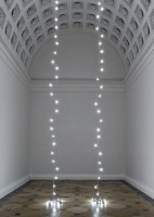 """Unittled"" (Lovers – Paris"" im Theseustemepel © The Felix Gonzalez-Torres Foundation Courtesy of Andrea Rosen Gallery, New York © Foto: KHM-Museumsverband"